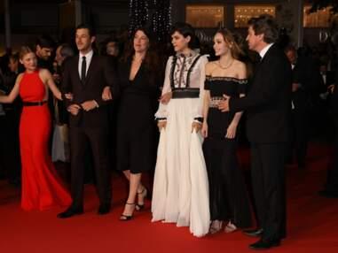 """Lily-Rose Depp et Mélanie Thierry ultra-glamour pour la montée des marches du film """"La danseuse"""""""