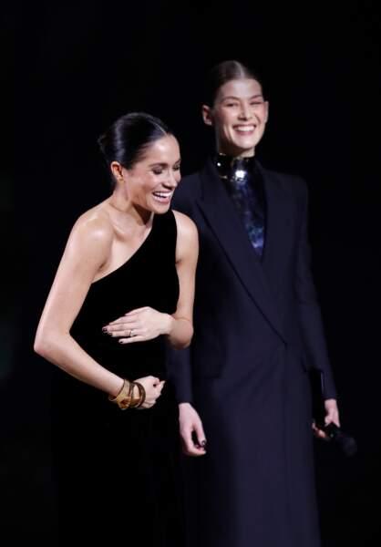Meghan Markle future maman : elle remet un prix à Clare Waight Keller, la directrice artistique de Givenchy