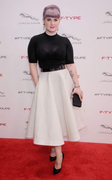 La frange courte et bombée de Kelly Osbourne