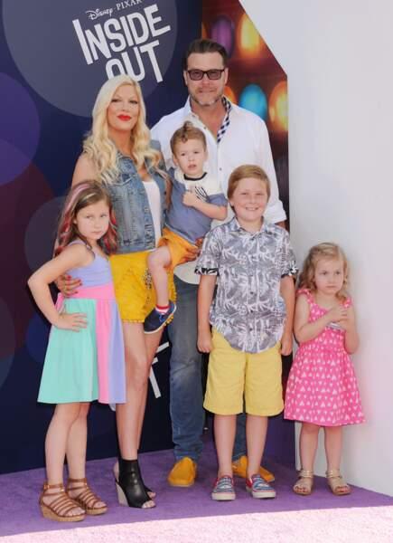 Chirurgie esthétique : Tori Spelling et ses 4 enfants aujourd'hui. Elle regrette...
