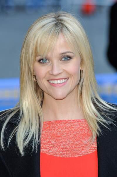 La frange effilée portée sur le côté de Reese Witherspoon