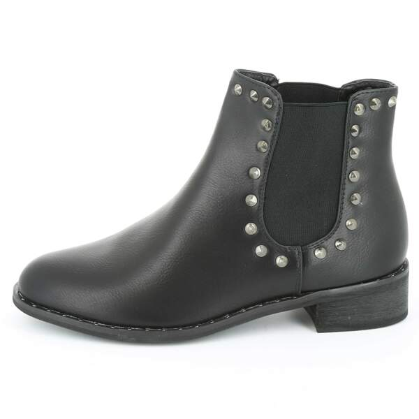 15 pièces modes à shopper chez Kiabi : Boots en simili cuir avec picot, 19,60 euros au lieu de 28 euros