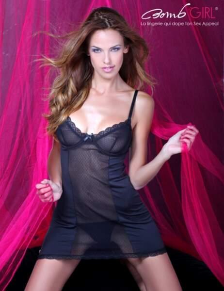 Vanessa Lawrens, sexy dans la précédente collection de lingerie