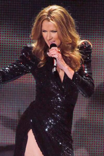 Céline Dion a 50 ans : ces 15 fois où elle était à la pointe de la mode (la robe à sequins)