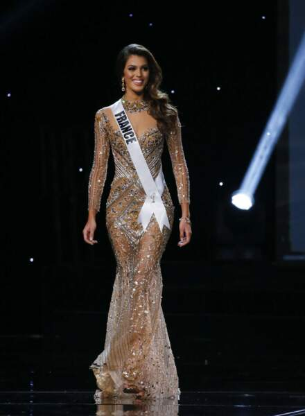Iris Mittenaere élue Miss Univers : la Lillois de 24 ans était sculpturale dans sa robe lamé or
