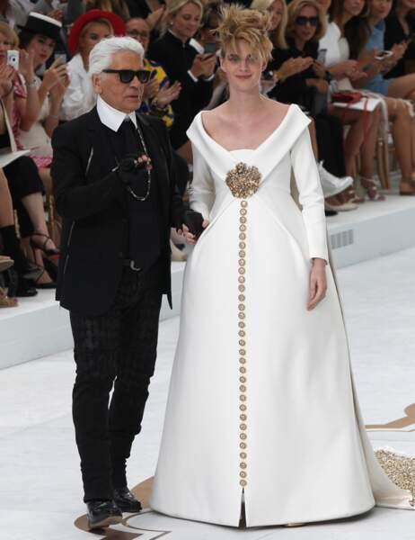 Karl Lagerfeld et sa mariée, enceinte de 8 mois