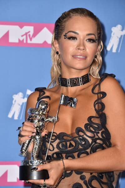 Rita Ora en montre BEAUCOUP TROP aux MTV Video Music Awards 2018