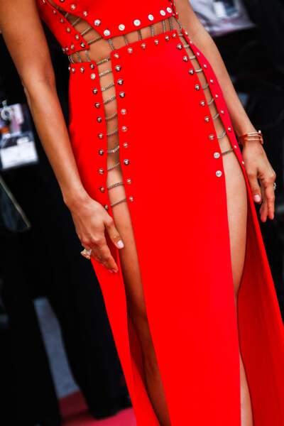 Festival de Cannes : Irina Shayk sans dessous sous sa robe rouge