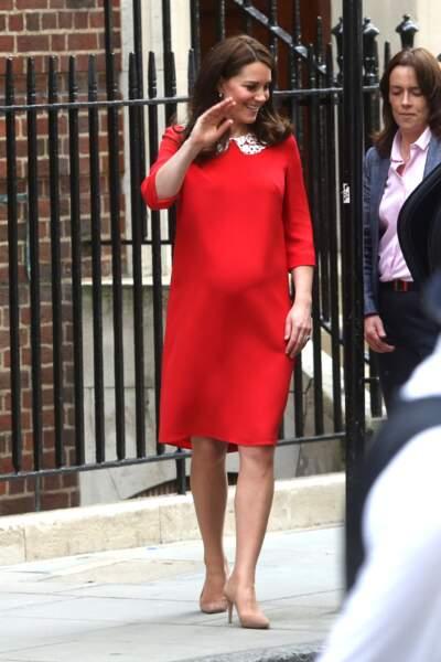 Kate Middleton pour la présentation officielle de son 3ème royal baby le 23 avril 2018