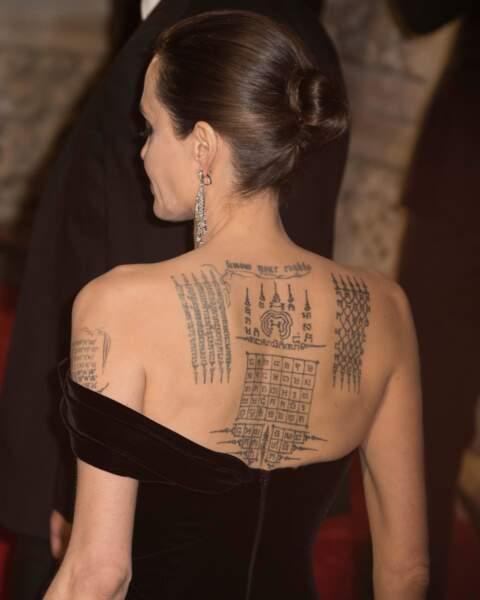 Angelina Jolie et ses tatouages aux BAFTA Film Awards 2018 à Londres, le 18 février