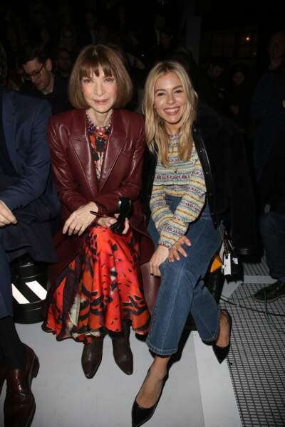 Anna Wintour et Sienna Miller au défilé Louis Vuitton lors de la fashion week de Paris, le 6 mars