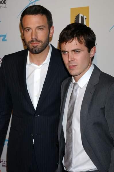 Ben et Casey Affleck : l'un est plus discret que l'autre mais Hollywood les adore