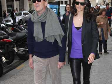 Bruce Willis et sa femme font du shopping à Paris
