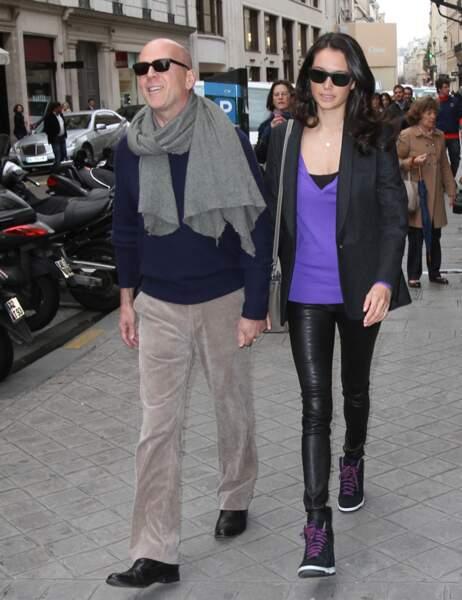 Bruce Willis et sa femme dans les rues de Paris.