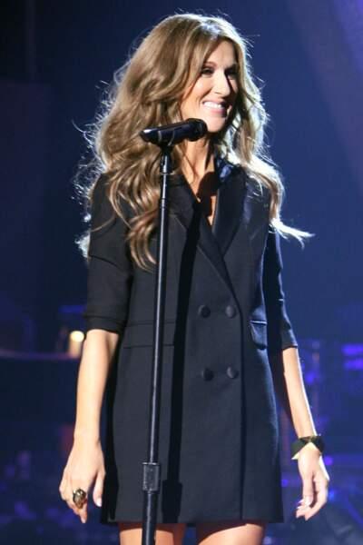 Céline Dion a 50 ans : ces 15 fois où elle était à la pointe de la mode (la robe blazer)