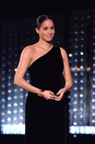 Meghan Markle future maman : la duchesse de Sussex dévoile son ventre rond aux British Fashion Awards