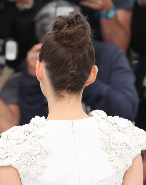 Coiffure : 10 chignons pour cheveux mi-longs (Marion Cotillard)