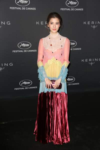 Festival de Cannes 2017 : Fan Bingbing est-elle déguisée en pâtisserie Ladurée ou en glace à l'eau fusée ?