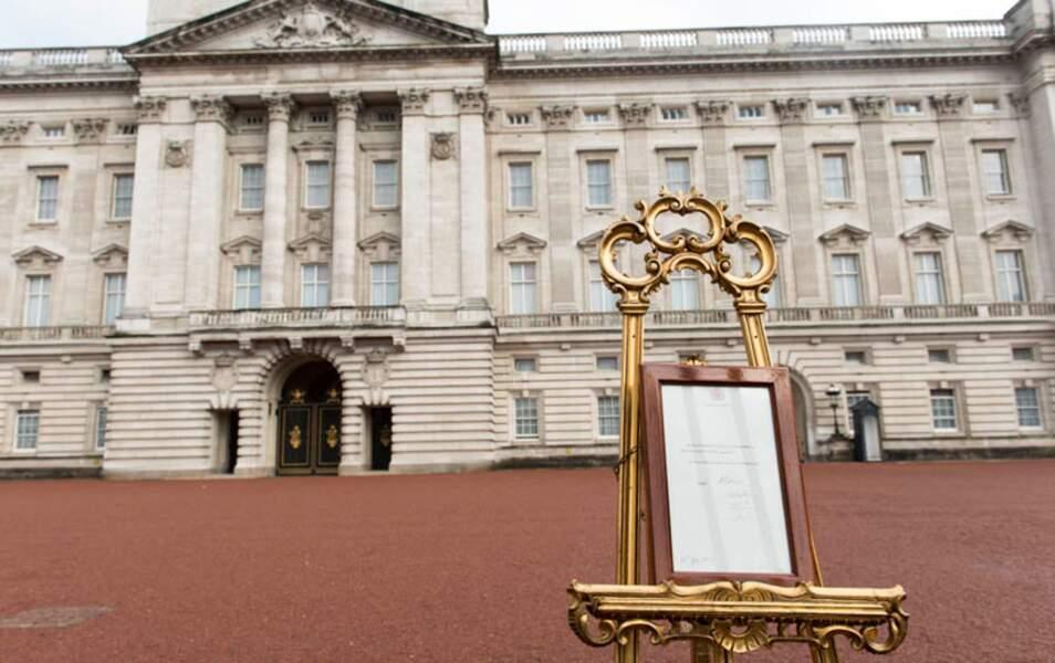 Conformément au protocole, la naissance de Son Altesse le Prince de Cambridge a été annoncée sur le chevalet royal