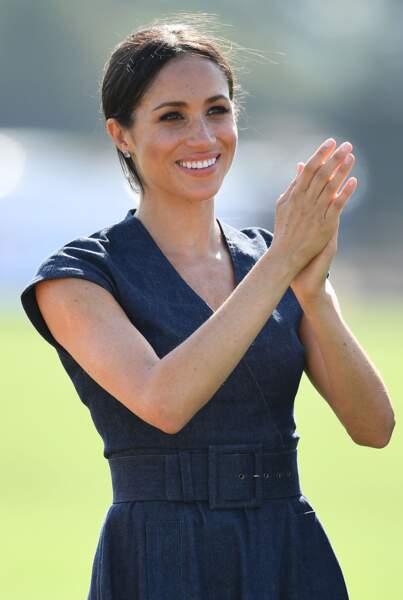 Le prince Harry et Meghan Markle s'embrassent : la duchesse encourage son époux