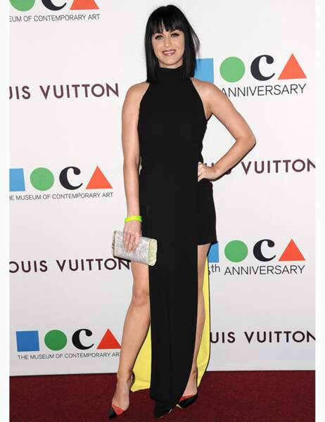 Graphique et bicolore, on aime la robe simple et chic de Katy Perry