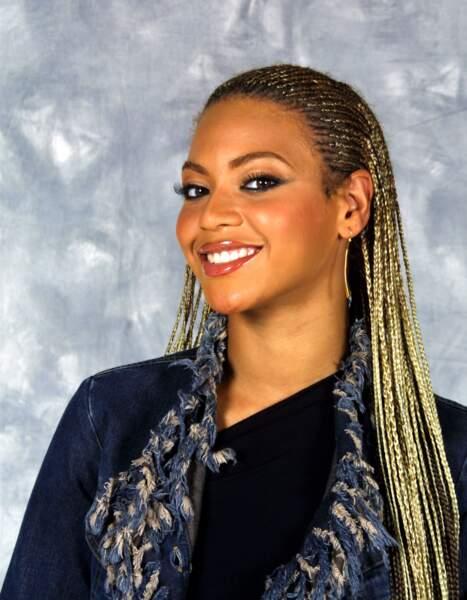 Beyoncé et ses longs cheveux blonds tressés