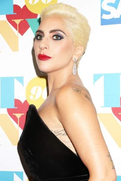 Tatouage - Lady Gaga a fait inscrire « dad » sur son épaule