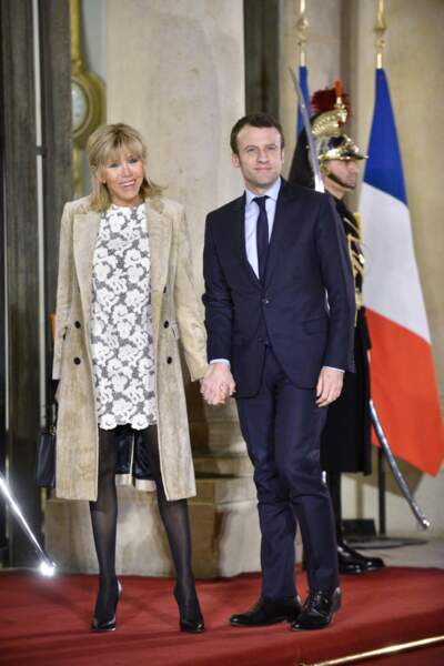 Brigitte Macron en robe dentelle