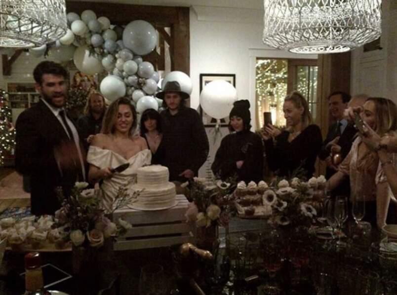 Miley Cyrus et sa famille le jour de son mariage avec Liam Hemsworth
