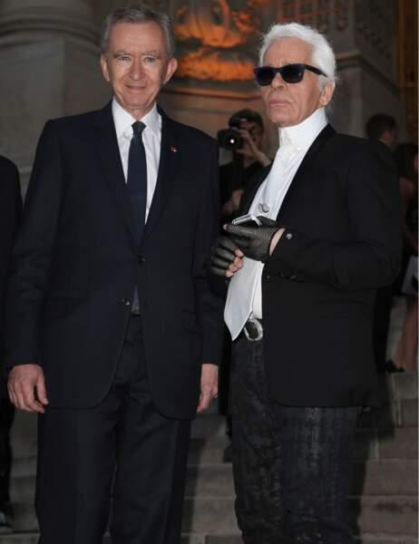 Bernard Arnault accueille les convives à l'exposition de Karl Lagerfeld donnée par Fendi au Grand Palais