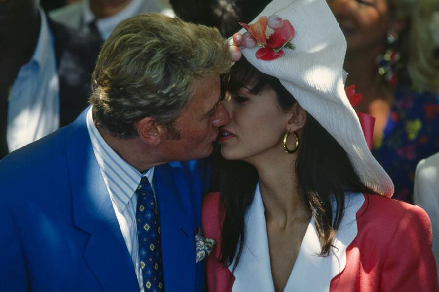 1990 : Johnny Hallyday se marie avec Adeline Blondieau à Ramatuelle avant de divorcer en 1992