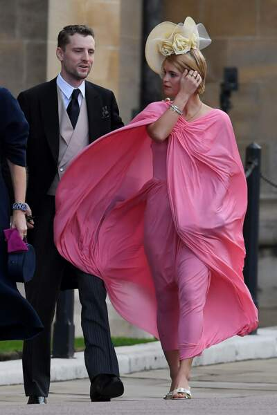 Pixie Geldof malmenée par le vent au mariage de la princesse Eugenie et Jack Brooksbank