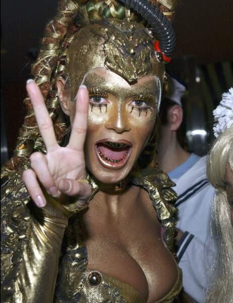 Heidi Klum, la reine incontestée d'Halloween toute dorée