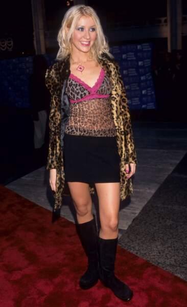 MTV Video Music Awards : Christina Aguilera en 1999. Elle a ensuite légué ses vêtements à Afida Turner