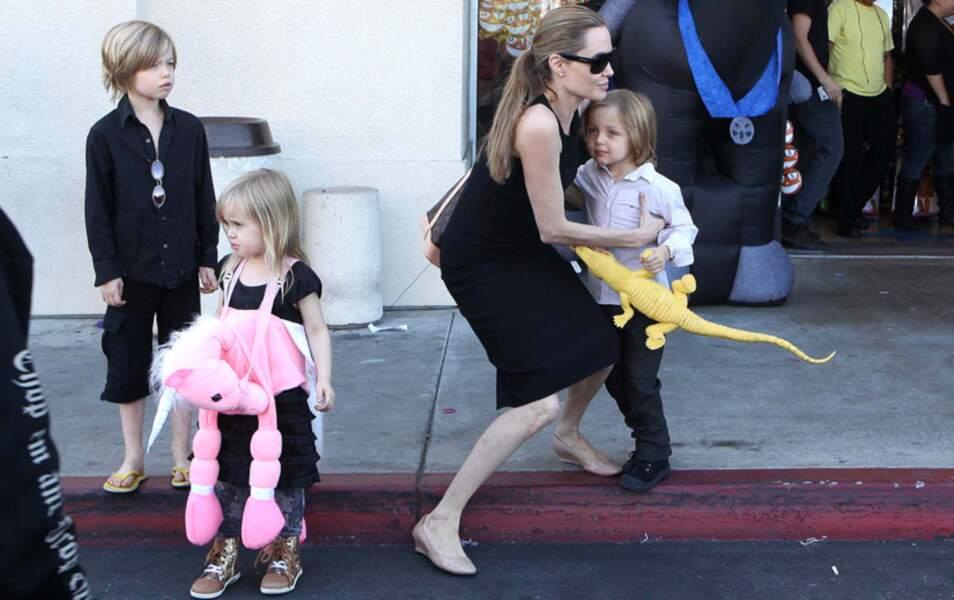 Shiloh, Vivienne, Angelina Jolie et Knox Jolie-Pitt
