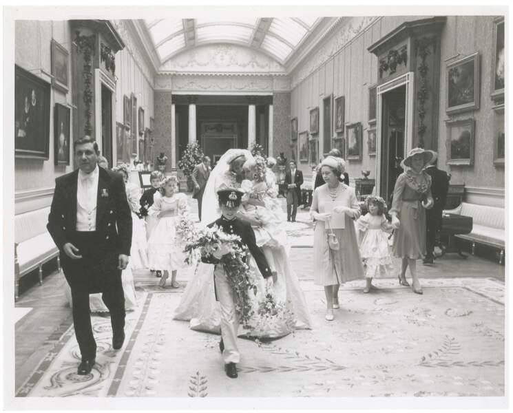 La famille royale se rendant au cocktail suivant le mariage
