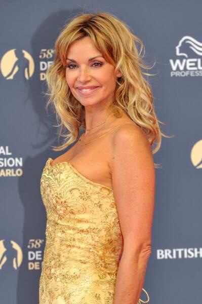 Ingrid Chauvin de la série DNA prend la pose sur le tapis rouge