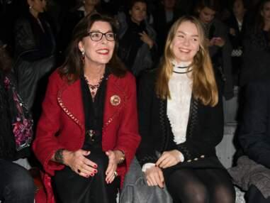 Caroline de Monaco et sa fille Alexandra complices au défilé Chanel Métiers d'Art