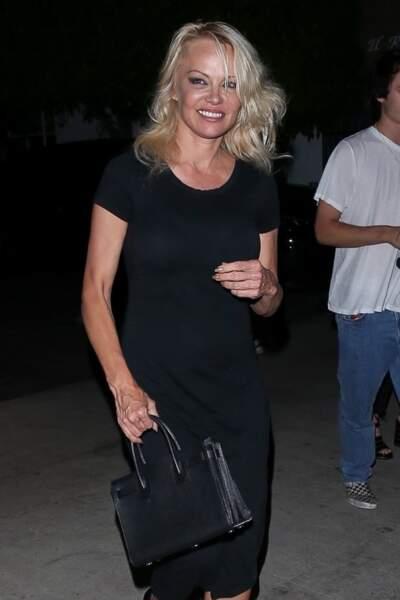Pamela Anderson va dîner au restaurant avec ses fils