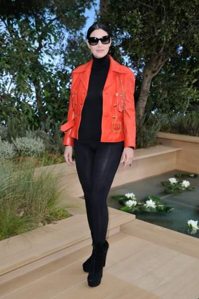 En rouge et noir, Monica Bellucci a fait honneur a Jeanne Mas