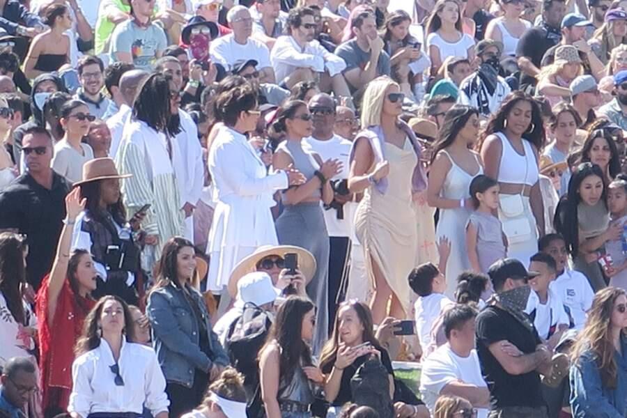 Le clan Kardashian réuni pour la messe de Pâques de Kanye West à Coachella