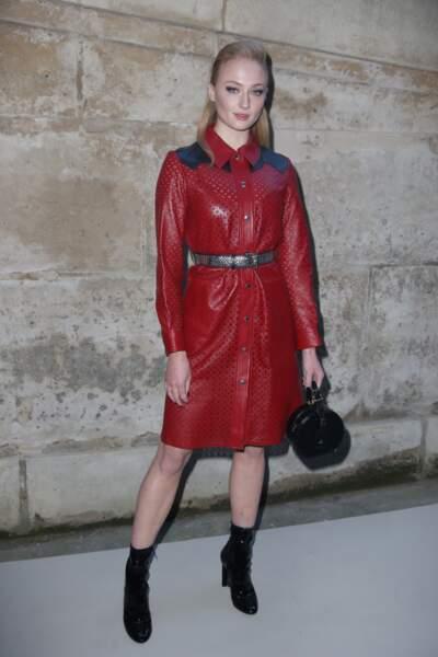 Sophie Turner au défilé Louis Vuitton lors de la fashion week de Paris, le 6 mars