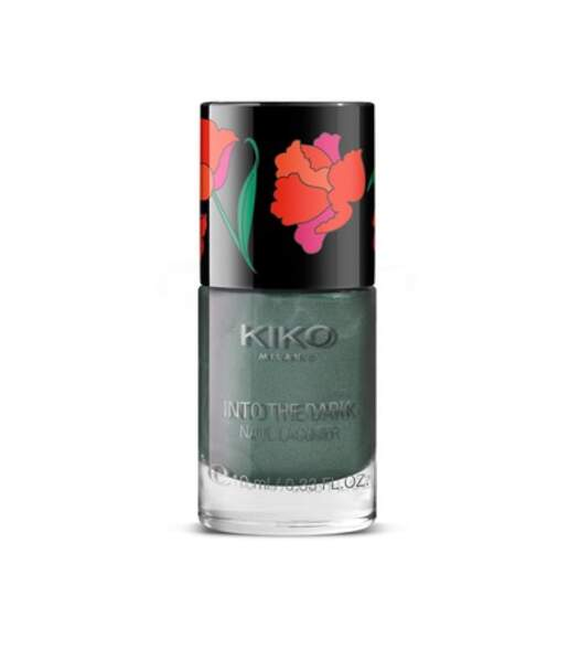 50 façons de briller : Vernis à ongles effet métallique into the dark teinte wild green, Kiko, 3 euros