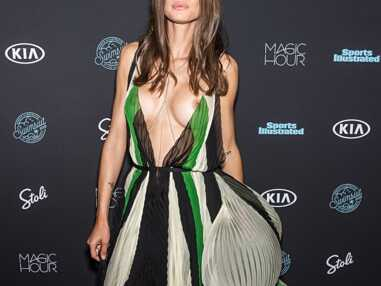 Accident de décolleté à la soirée Sports Illustrated : Bianca Balti dévoile sa poitrine
