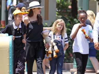 Angelina Jolie de sortie à Disneyland pour l'anniversaire de Vivienne et Knox