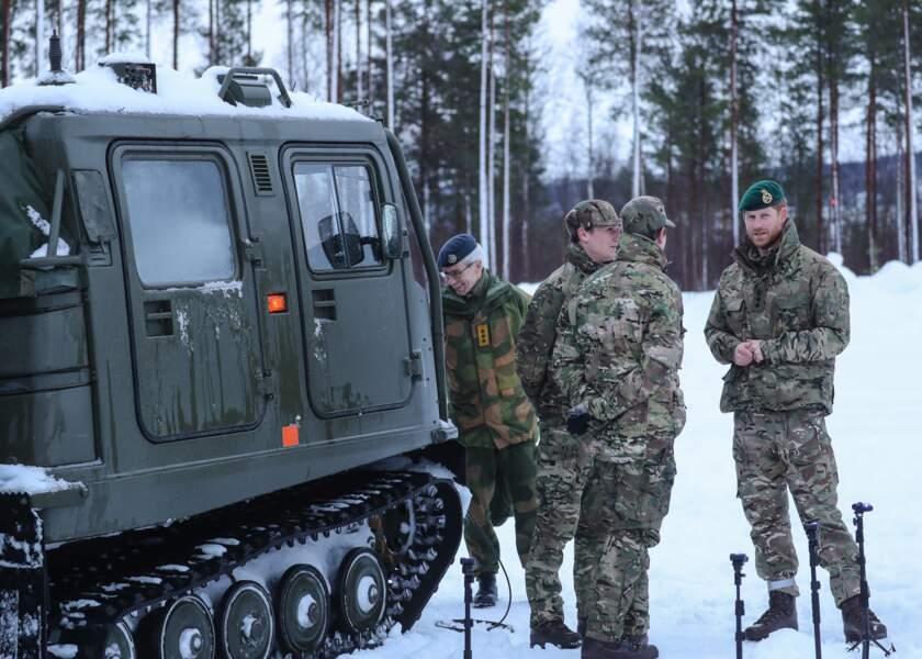 Le prince Harry aux côtés des membres des Royal Marines