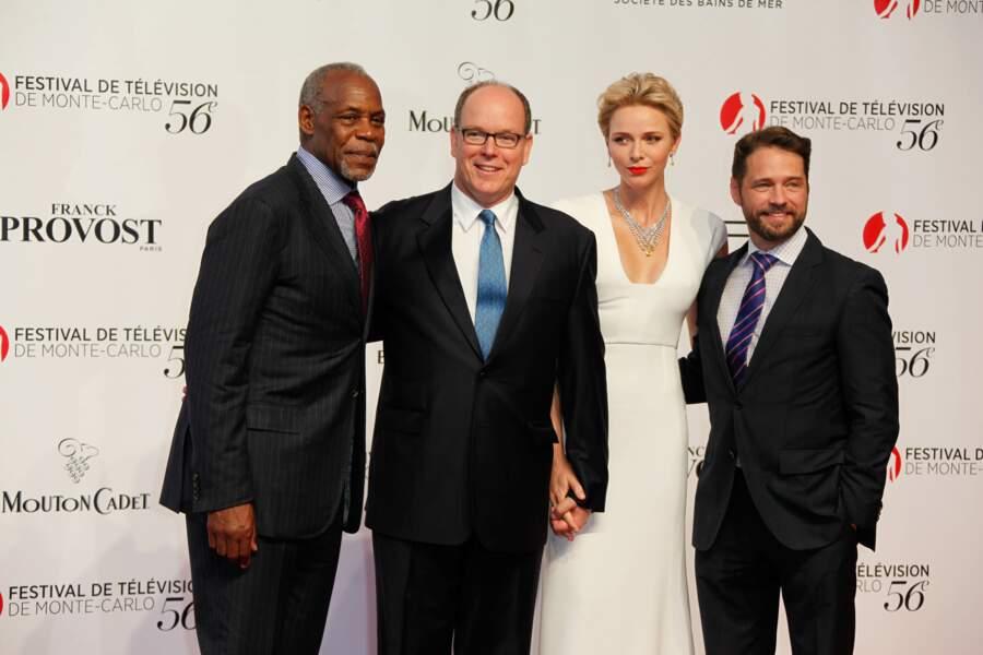Danny Glover, Albert, Charlène et Jason Priestley en combo : L'arme fatale de la famille princière de Beverly Hills