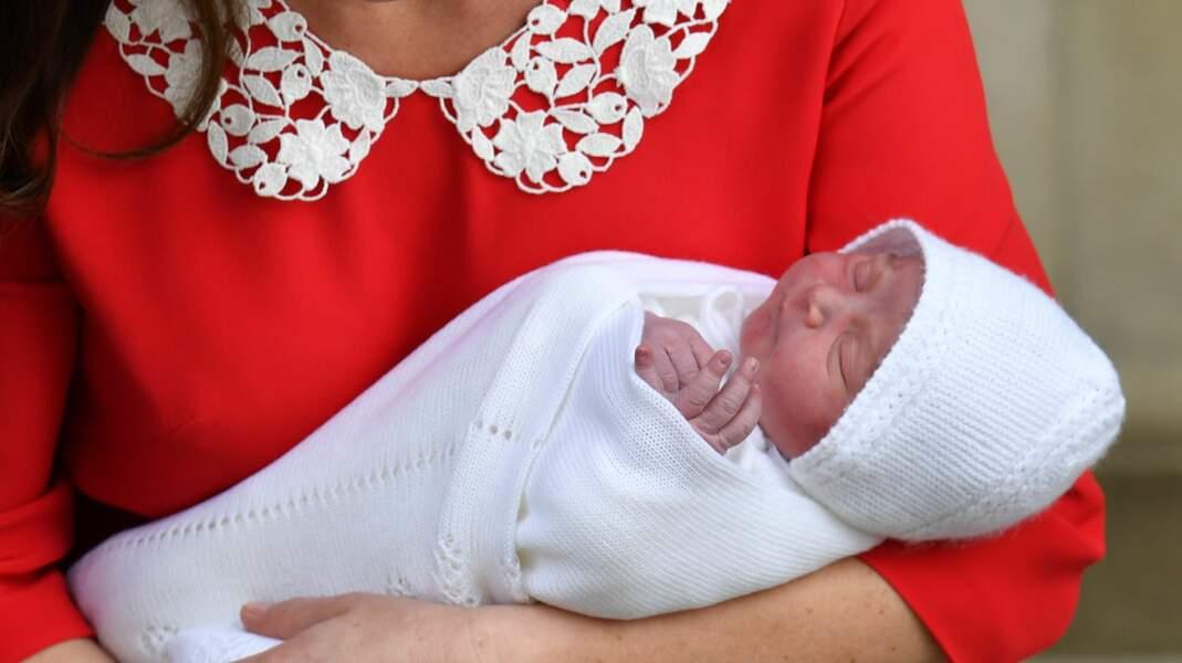 Le petit frère de George et Charlotte ressemble à un vrai petit ange.
