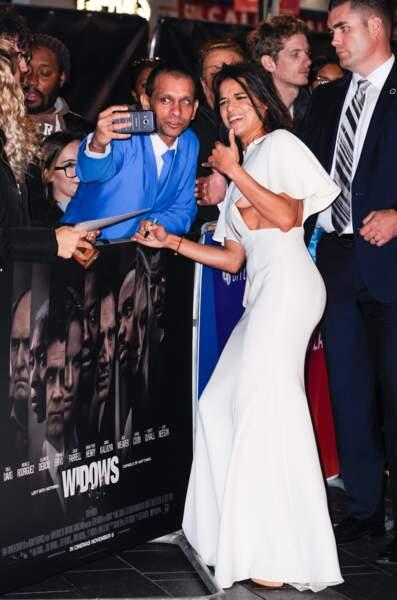 Accident de robe : Michelle Rodriguez pour l'avant-première de Widows à Londres