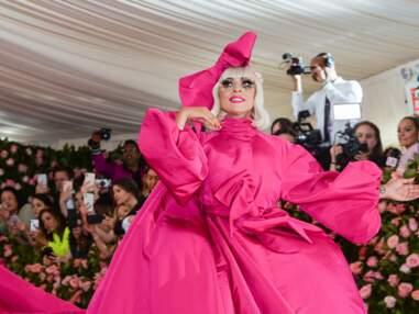 PHOTOS MET Gala 2019 : Lady Gaga finit en lingerie sur le tapis rouge après un strip-tease